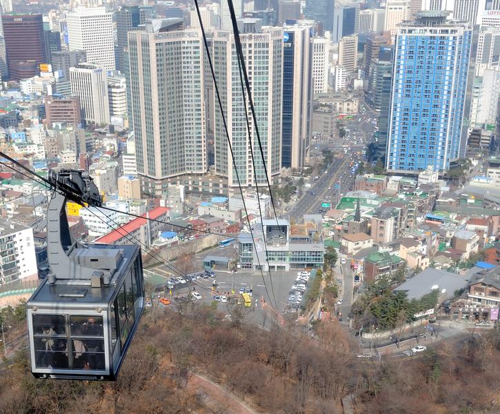 Namsan_cable_car_in_Seoul_Korea