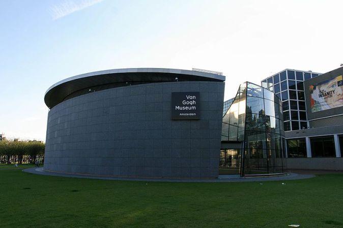 Van_Gogh_Museum_in_Amsterdam_am_Abend