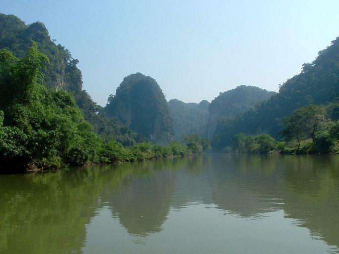 800px-Ba_Be_lake_Vietnam