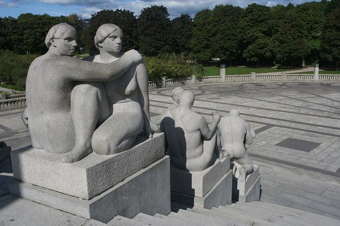800px-Sculptures_at_the_Monolith_Plateau_in_Vigeland_Sculpture_Park,_Oslo,_Norway_-_panoramio_(14)