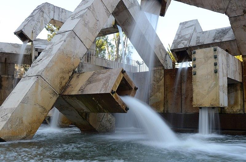 800px-Vaillancourt_Fountain_(5827779410)