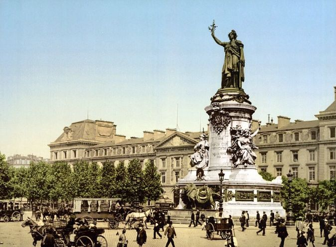 800px-Place_de_la_Republique_Paris_France