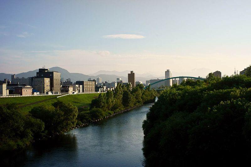 800px-Toyohira_River,_seen_from_Azuma-bashi,_-July_2010_a