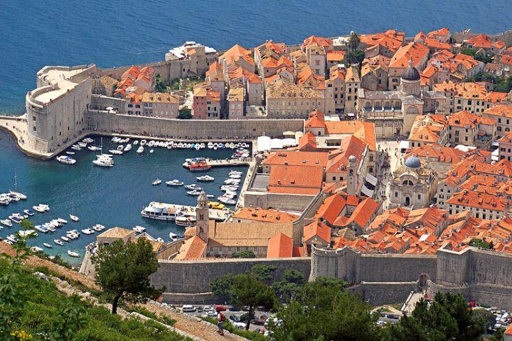 800px-Old_Harbour_-_Old_City_of_Dubrovnik_-_Croatia_-_8_June_2013