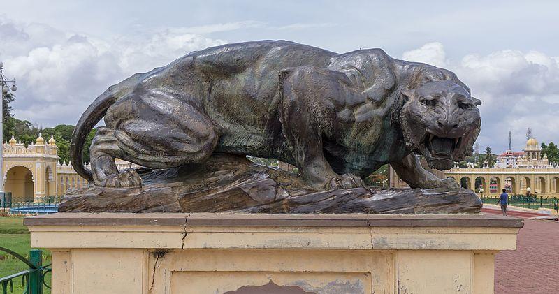 Leopard_sculpture_of_the_Mysore_Palace