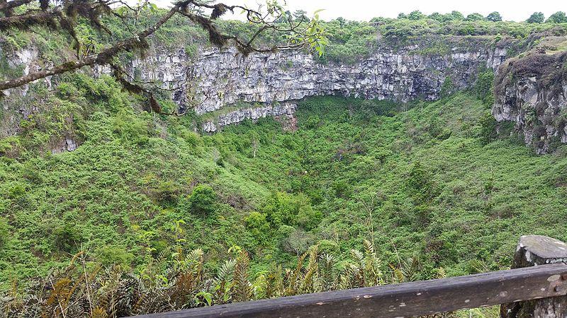 Los_Gemelos,_Isla_Santa_Cruz,_Galapagos_Islands