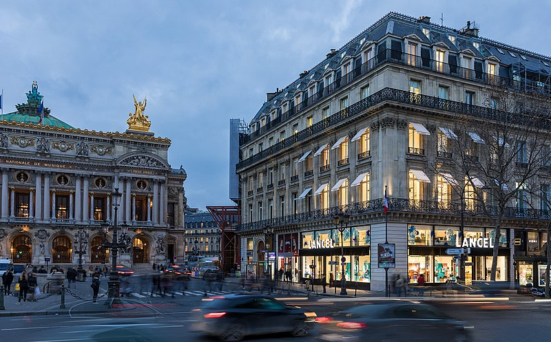 800px-Boutique_Lancel_place_de_l'Opéra_Paris