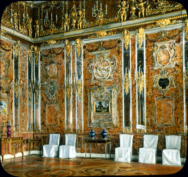 Catherine_Palace_interior_-_Amber_Room_(2)