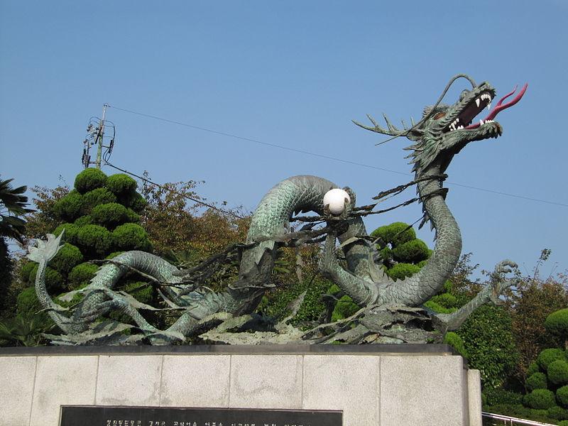 800px-Busan_tower_dragon_085