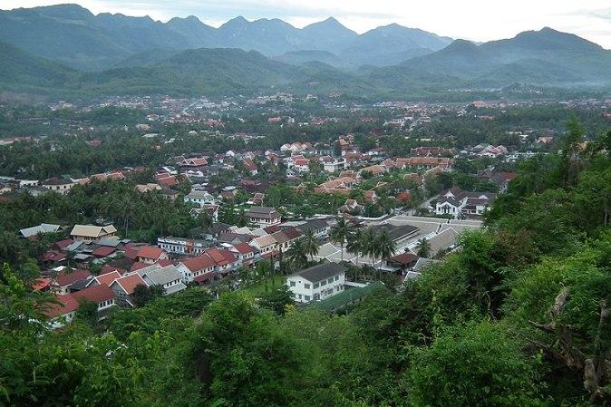 800px-Phou_si_Luang_Prabang_Laos_プーシーの丘_ラオス・ルアンプラバーン_DSCF6777