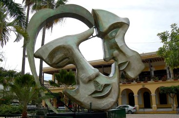 two-face-statue-artwork-mexico