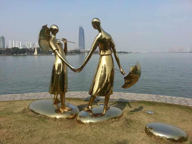 shuzhou-statue-golden-china