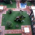 Сад отеля-дворик с пальмами