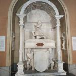 Скульптуры и барельефы монастыря.