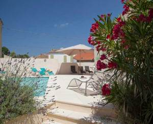 accommodation for painting holiday in the south of france