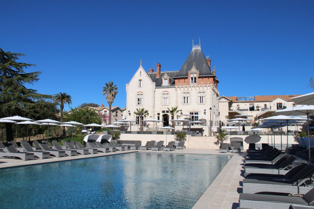 Art holiday accommodation chateau