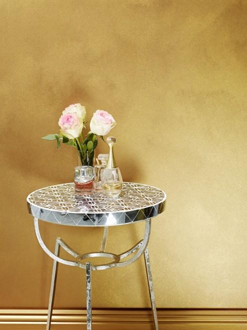 Interior Dengan Cat Besi Warna Emas