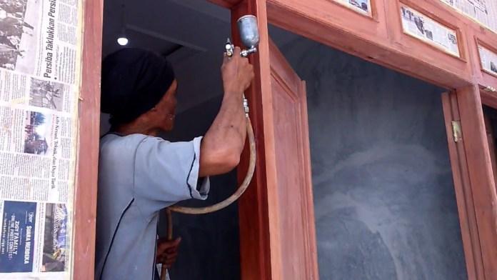 Cara Finishing Kayu dengan Impra untuk Kusen Jendela
