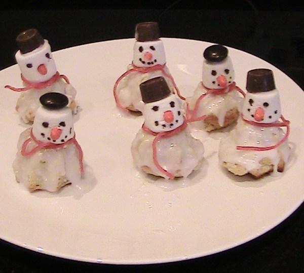 Easy Snowman Cakes