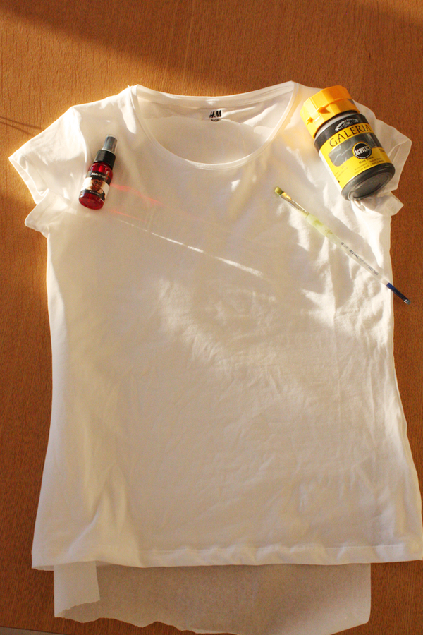 diy halloween costume tshirt with paint