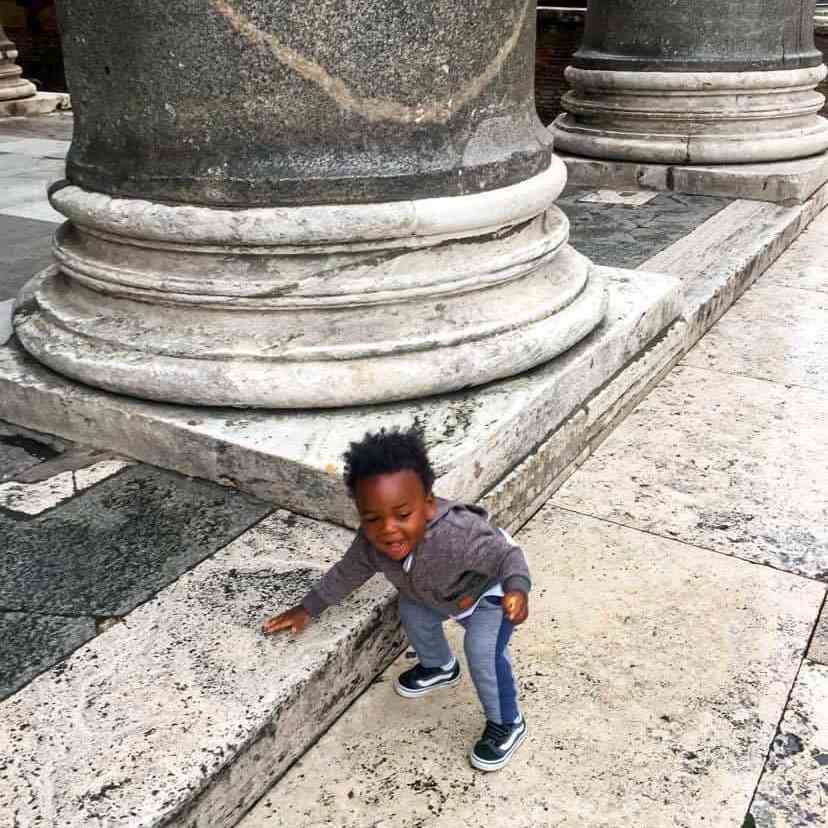 toddler playing by the Pantheon