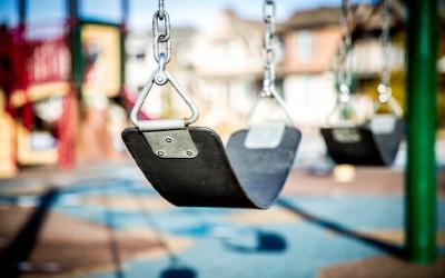 Os cuidados que os pais precisam tomar ao deixar o filho num espaço kids