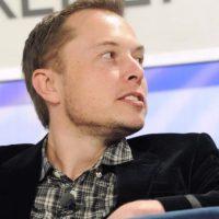 Musk ganha 40 mil vezes mais que os seus empregados (mas não levanta os cheques)