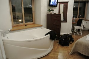 A Jacuzzi next to the bed? I'm not used to this but I like it!