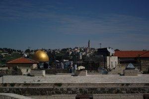 Dome of the rock till vänster, El-Asqa moskeen till höger