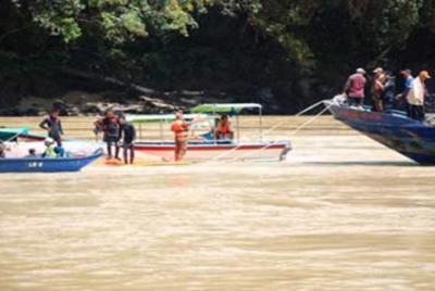 Bot-Karam-Belaga-Sarawak-gagal-apung
