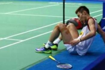 Pemain negara, Datuk Lee Chong Wei terpaksa menarik diri pada set ketiga permainan kerana mengalami kecederaan ketika bertemu musuh tradisi, Lin Dan pada perlawanan akhir Kejohanan Dunia di Tianhe Gymnasium, Guanzhou China.