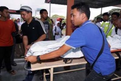 Mayat Adam Asraf Azman ditemui lemas dibawa ke Hospital Kuala Kangsar untuk bedah siasat di Kuala Kangsar