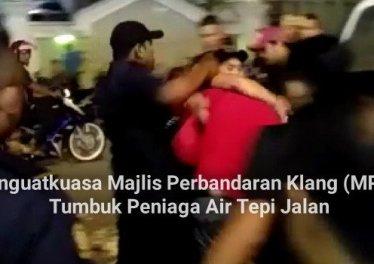 Penguatkuasa Majlis Perbandaran Klang (MPK) Tumbuk Peniaga Air Tepi Jalan