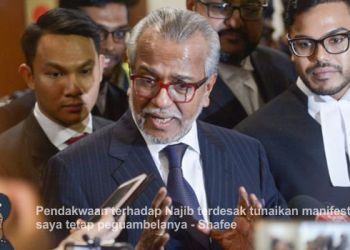 Najib's lawyer Tan Sri Shafee Abdullah speaks during a press conference before leaving the Kuala Lumpur Court July 4, 2018. Picture by Mukhriz Hazim
