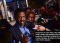 Peguamnya, Akberdin Abdul Kader bercakap kepada media selepas penceramah bebas, Dr Zakir Naik hadir untuk memberi keterangan kali ketiga mengenai laporan polis beliau lima individu kerana menfitnah di Ibu Pejabat Polis Bukit Aman, Kuala Lumpur. foto SYAFIQ AMBAK, 22 OGOS 2019
