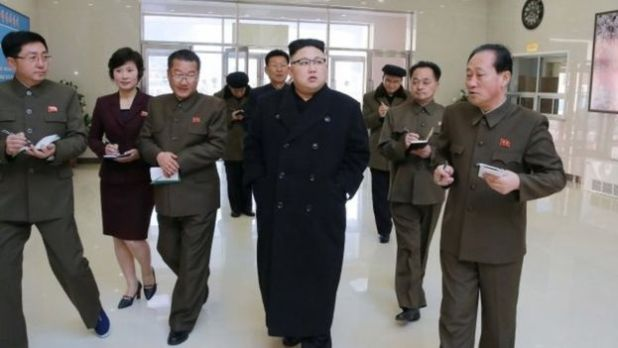 Kim Jong Un zere sayaoon ke sath hawae adde pe