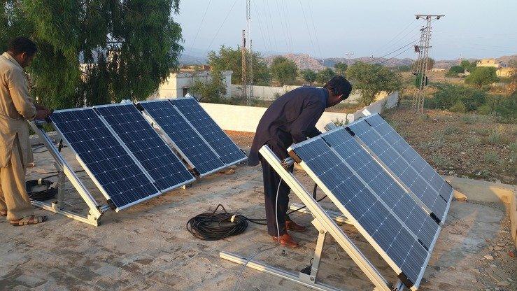 Technicians install solar panels in Wana, South Waziristan, April 28.[Courtesy of Ashfaq Yusufzai]