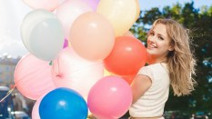 girl_smile_balloons_91842_1920x1080