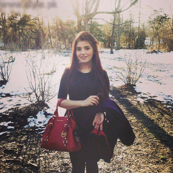 momina-mustehsans-biography-and-pictures-2-600x1600