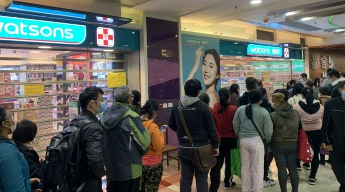 Coronavirus spreads continues as people rush to malls in Karachi