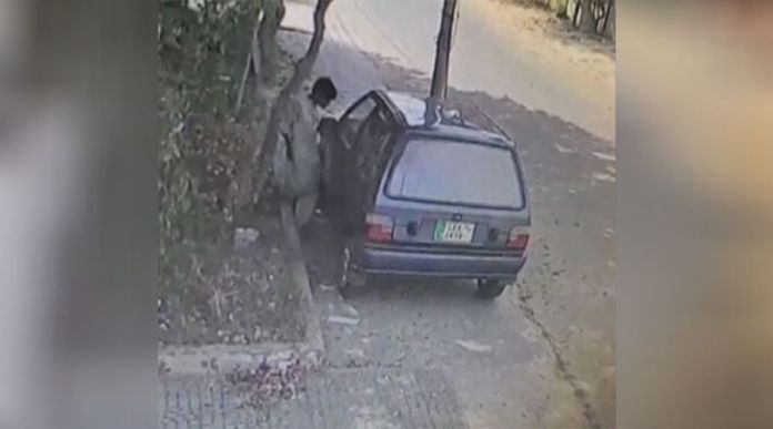Viral Video 10-Year-Old caught stealing a car in Karachi