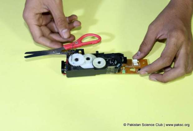 Simple DIY Electric Scissor from CD-ROM