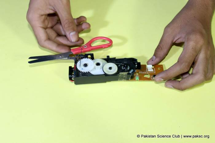 Simple DIY Electric Scissor from CD-ROM