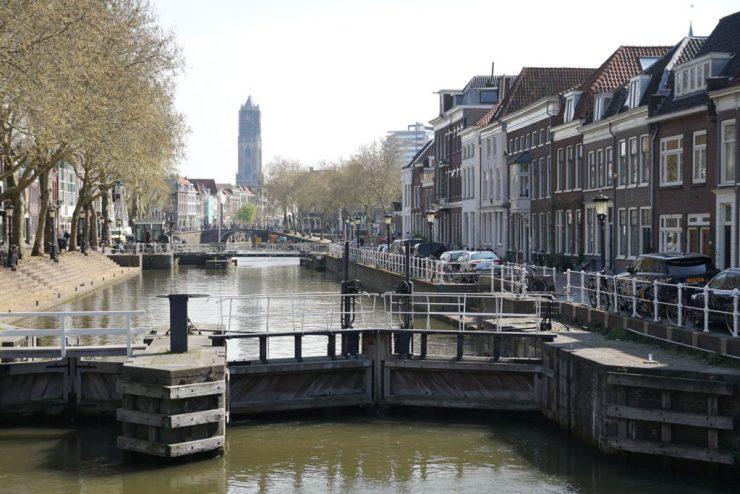 Utrechtin nähtävyyksiin kuuluvat Dom-torni sekä kanavaverkosto