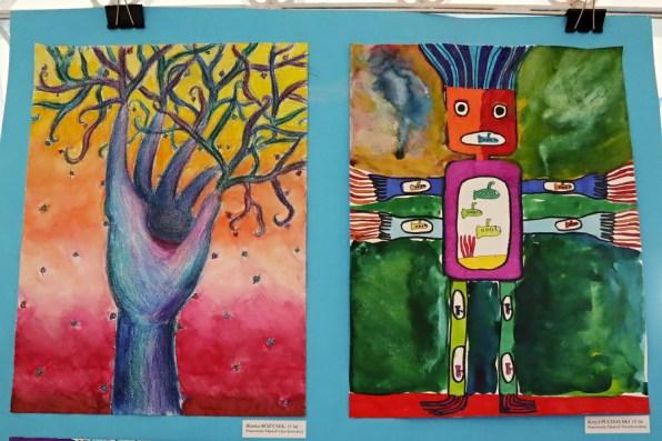 dwie prace plastyczne przedstawiające drzewa