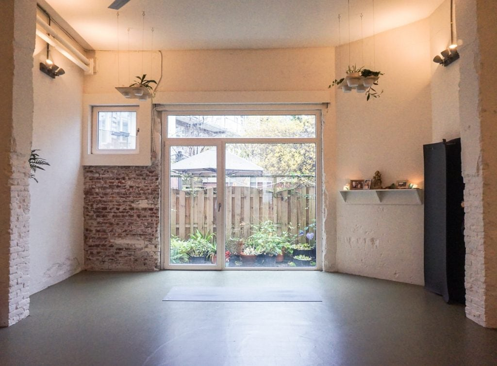 I recently visited the new yoga studio The Breathing Space in Amsterdam. Find out how it was on Palace of Bliss!