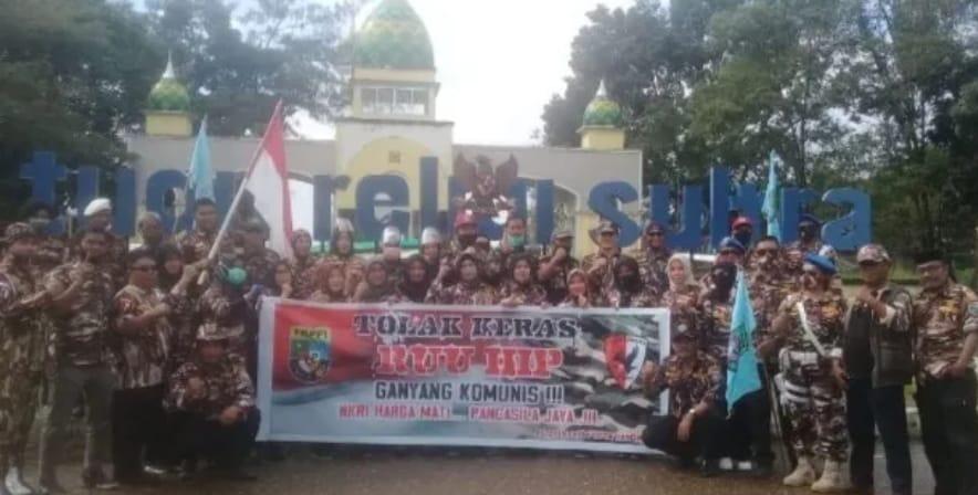 Gedung Rakyat Diserbu Ratusan Kader FKPPI Sultra, Tolak RUU HIP.