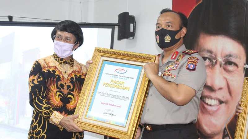 Kapolda Kalteng Terima Dua Penghargaan Kak Seto Award 20 Dan Polisi Selebriti
