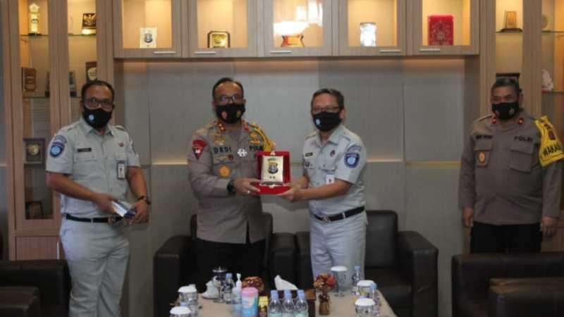 Kunjungan Kepala Jasa Raharja Kalteng Disambut Hangat Kapolda Kalteng.