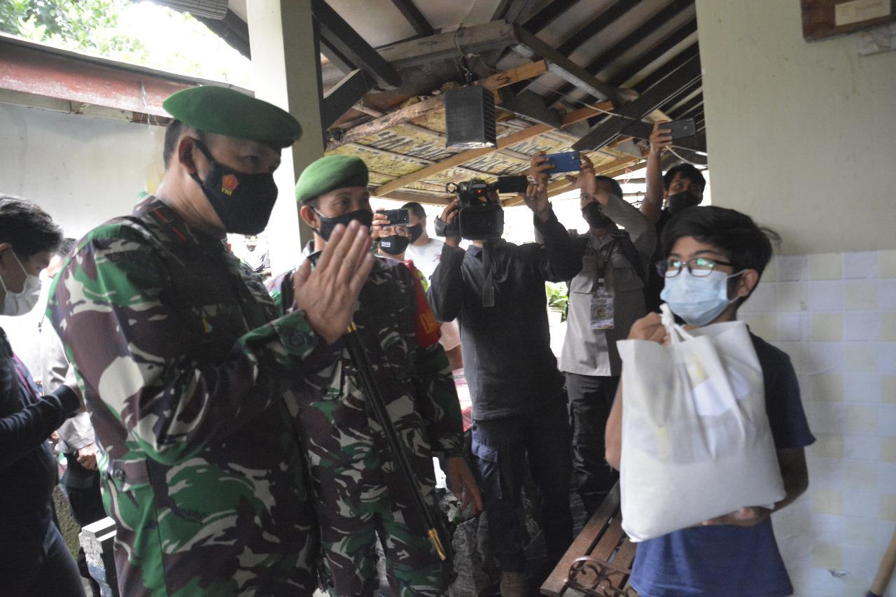 Bersama Satgas Covid-19 Danrem 061/SK Pantau Warga Isolasi Mandiri